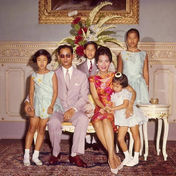 История жизни король таиланда - пумипон адульядете. | блог жизнь с мечтой! история жизни король таиланда - пумипон адульядете.