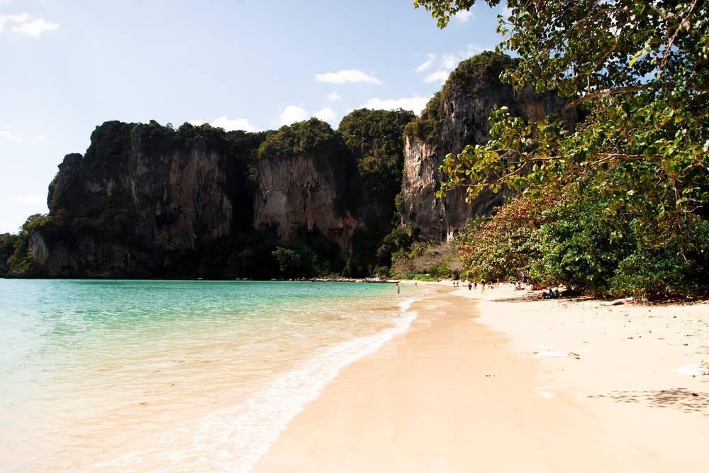 Пляж ао нанг — самый посещаемый пляж краби