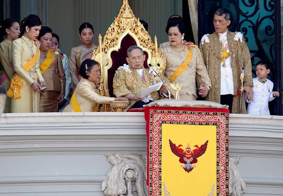 Королевская семья и король таиланда пхумипон адульядет