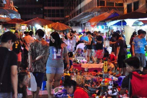 Шоппинг в бангкоке — что привезти и где покупать, рынки и аутлеты праги