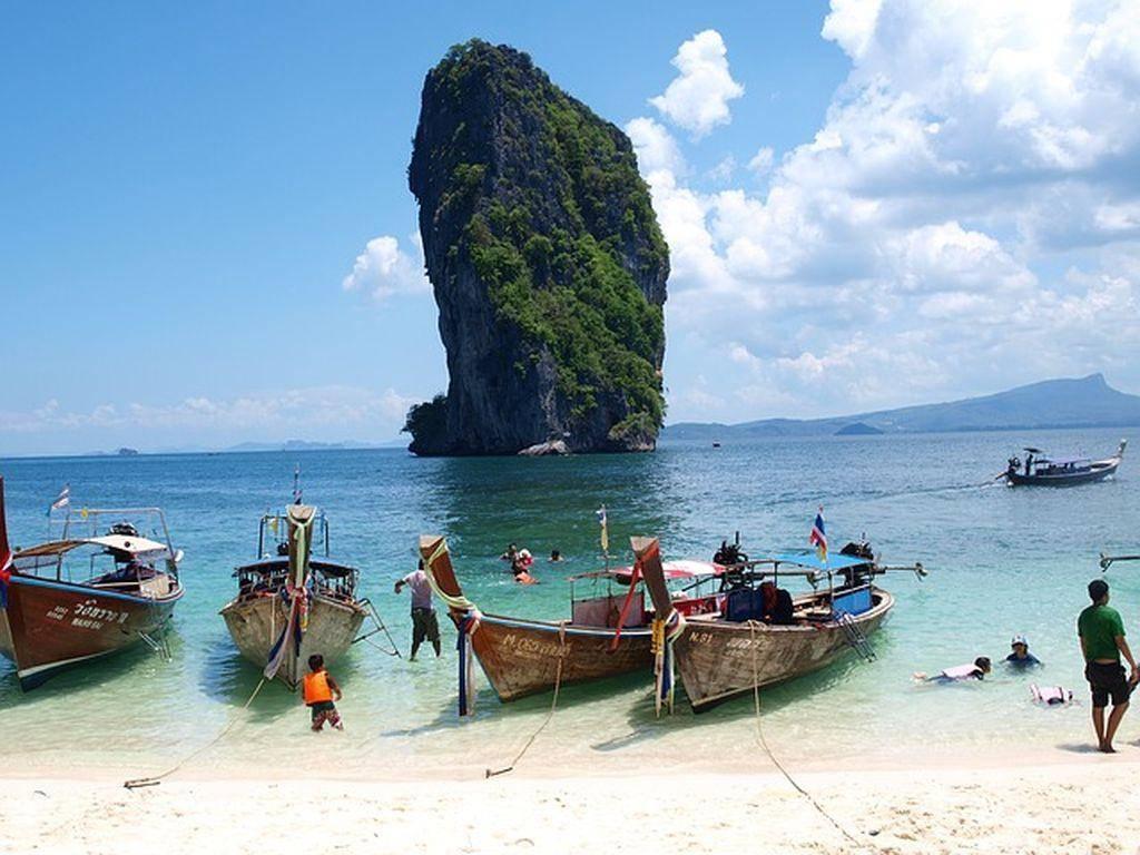 Одно из самых известных мест на побережье краби — пляж ао нанг